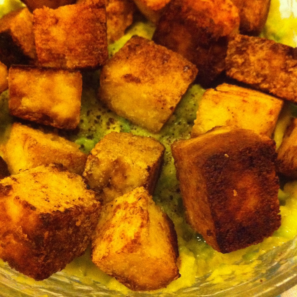 ricetta: tofu saltato nella soia e patè all'avocado