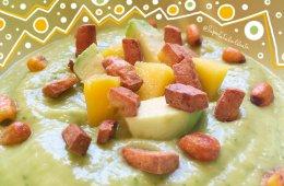 La vellutata estiva di mango, avocado e basilico, il piatto freddo e veloce da preparare